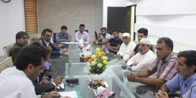 نشست صمیمی شهردار و رئیس شورای اسلامی شهر قشم با اهالی محله چابهار